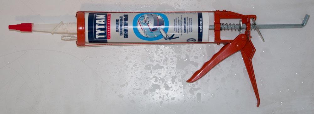 Санитарный силиконовый герметик в пистолете