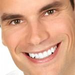 Как быстро отбелить зубы дома: эффективные способы