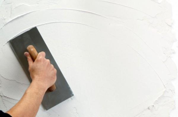 как нанести декоративную штукатурку на стену